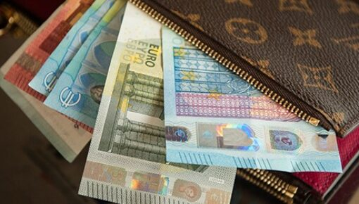 Which European countries don't use the euro?