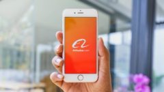 Alibaba added e-business cards and Alipay services to its chat app