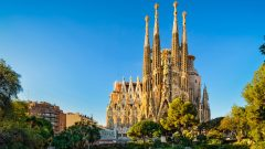 Cashless trip to Barcelona: pros and cons of cashless vacation