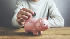 Britons face difficulties with saving money