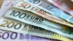 New euro banknotes entered circulation