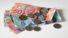 Bank of Canada urges businesses to accept cash